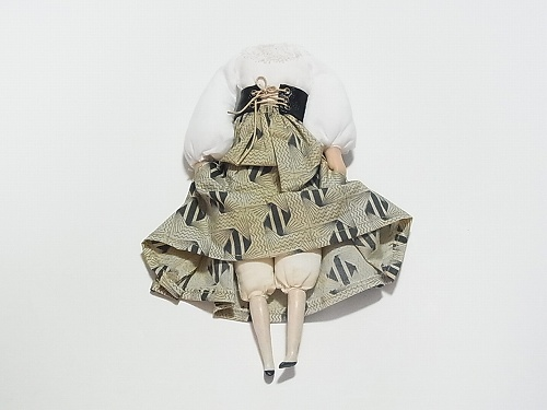 壊れた人形 ブローチ 黒のコルセット1【nikibbit/ニキビット】