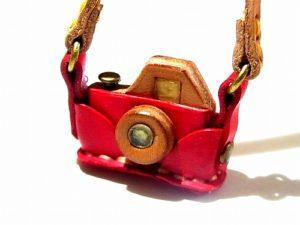 カメラ ネックレス (カラー:レッド)【もりや ゆか】 ハンドメイド レザーアクセサリー