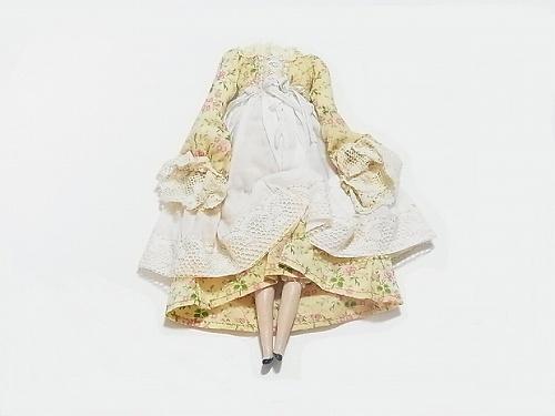 壊れた人形 ブローチ 花柄のワンピース【nikibbit/ニキビット】
