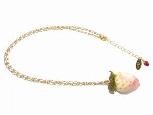 かじりかけの白い苺 ネックレス(ゴールドチェーン)【Wadou-koubou/和道工房】