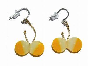 ちいさいちょうちょ ダブル ピアス(白、黄)【thuthu appetizing accessories/nupi】 ハンドメイド 真鍮 アクセサリー