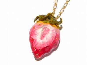 かじりかけの赤い苺 ネックレス(ゴールドチェーン)【Wadou-koubou/和道工房】