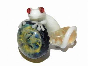 Gecko on a Mushroom ペンダント トップ【 kengtaro / ケンタロー 】 ヤモリ ガラス アクセサリー